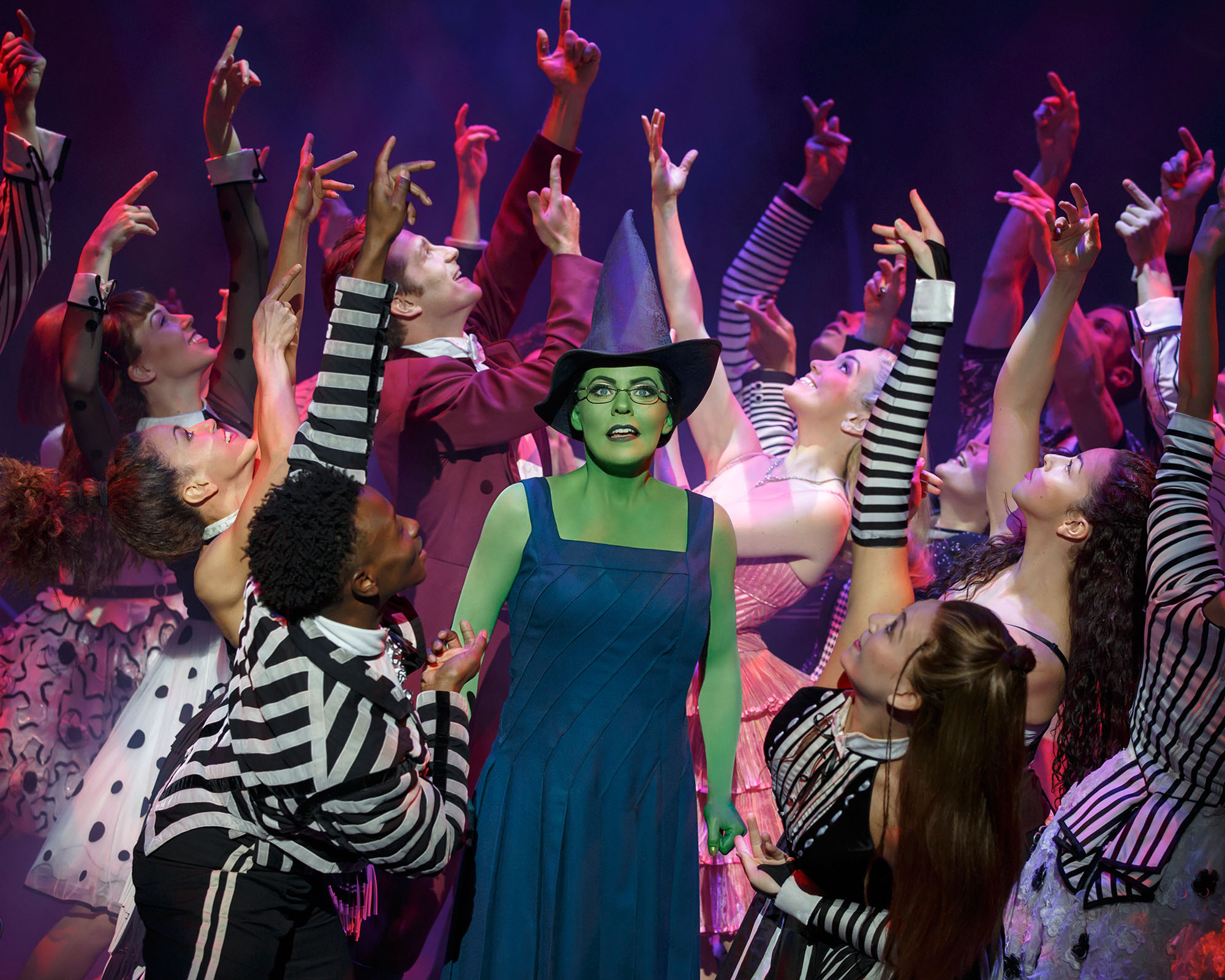 WICKED_Photo_The Company of WICKED_Ozdust_ 2000 x 1600_ Photo by Joan Marcus